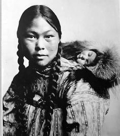 """The Inuit inhabit the Arctic regions of Greenland, Canada, the United States, and eastern Siberia. Inuit is a plural noun; the singular is """"Inuk"""". The Inuit languages are classified in the Eskimo-Aleut family. Blackfoot Indian, Native Indian, Native American Beauty, Native American History, American Indians, Native American Photos, Arte Tribal, Foto Art, Mother And Child"""
