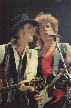 tom petty bob dylan, Sooo Freakin Cool they were! Rock Roll, Music Love, Rock Music, Rock N Folk, Mike Campbell, Jackson Browne, Elvis Costello, Tom Petty, Fleetwood Mac