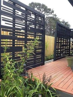 It's great to have wonderful backyard. But sometimes, you need your own privacy. an outdoor privacy screen. You can build your own DIY privacy screen. Backyard Privacy Screen, Privacy Fence Designs, Privacy Fences, Backyard Fences, Backyard Landscaping, Decks With Privacy Walls, Deck Privacy Screens, Diy Fence, Privacy Trellis