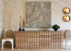 Дизайнер Келли Уирстлер представила миру свою новую коллекцию мебели и предметов освещения. В последней серии еще больше неожиданных текстур, соблазнительных силуэтов, оригинальных отделок и удивительных оттенков.