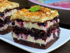 Home Candy - Domestic Kitchen: cocoa cake with berries and cream grysikowym Polish Desserts, Polish Recipes, Cookie Desserts, Cookie Recipes, Dessert Recipes, Food Cakes, Cupcake Cakes, Cocoa Cake, Different Cakes
