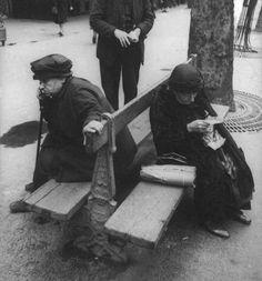 Henri Cartier-Bresson, Paris, 1932 on ArtStack #henri-cartier-bresson #art