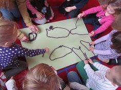 Purple Yarn Activity to go with Book, Harold & The Purple Crayon by Crockett Johnson Preschool Education, Preschool Lessons, Preschool Activities, Teach Preschool, Preschool Color Theme, Kindergarten Colors, Purple Crayon, Teaching Colors, Classroom Crafts