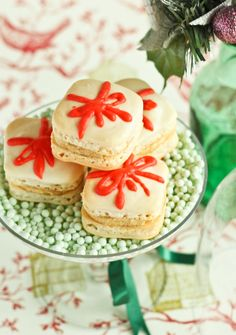 Christmas Present Macarons with Gingerbread Buttercream by raspberri cupcakes,