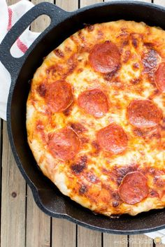 Cast iron skillet pizza is unlike any other homemade pizza, because a cast iron skillet creates a crisp, chewy crust. Pan pizza lovers go crazy for this cast iron skillet pepperoni pizza recipe! Be prepared to Cast Iron Pizza Recipe, Cast Iron Skillet Cooking, Iron Skillet Recipes, Cast Iron Recipes, Skillet Meals, Homemade Pan Pizza Recipe, Skillet Pan, Graham, Pizza Recipes Pepperoni