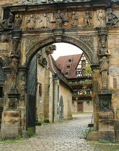 Poarta de intrare medievală în oraşul Bamberg, Bavaria (sec. al XV-lea)