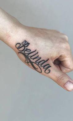 As 100 Melhores Tatuagens nas mãos da internet [Femininas e Masculinas] | TopTatuagens Name Tattoo On Hand, Cute Hand Tattoos, Wrist Tattoos, Word Tattoos, Arm Tattoo, Body Art Tattoos, Sleeve Tattoos, Tattoo Font For Men, Tattoo Lettering Fonts