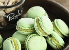 Pistazien-Macarons mit Krokant