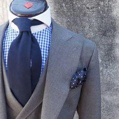Gris by @britishstyle2012 #menswear #style #suits #elegance #gentleman #bespoke #uk #summer #fashion #uk #london #bespoke #vitalebarberiscanonico INFO: britishstyle2012@gmail.com