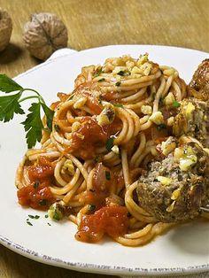 Spaghetti mit Walnuss-Fleischb�llchen