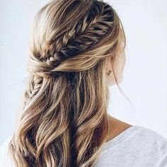 Peinado de boda semirecogido con trenza Box Braids Hairstyles, Fishtail Braid Hairstyles, Braided Hairstyles For Wedding, Loose Hairstyles, Fishtail Ponytail, Fishtail Bracelet, Fishtail Dress, Hairstyle Ideas, Hair Ideas