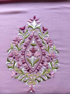 Satin work kurta by Sonal - Handarbeit Embroidery Suits Punjabi, Zardosi Embroidery, Embroidery On Kurtis, Hand Work Embroidery, Indian Embroidery, Hand Embroidery Patterns, Machine Embroidery Designs, Embroidery Stitches, Hand Work Design