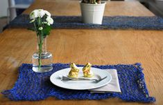 PaperPhine: Knitted Place Mats made of Paper Twine / Table Runner