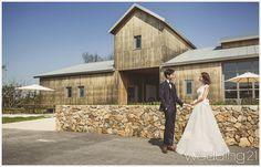 높은 하늘, 황금 벌판이 반겨주는 로맨틱 순간의 절정 1 Cabin, House Styles, Home Decor, Decoration Home, Room Decor, Cabins, Cottage, Home Interior Design, Wooden Houses