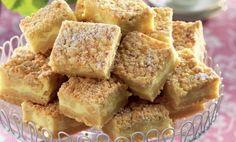Baka massor av ljuvliga vaniljrutor i långpanna! En lättbakad kaka som smakar precis som vaniljhjärtan. Recept på vaniljrutor i långpanna hittar du här!