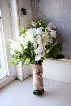Burlap + Brooch = Bouquet wrap inspiration.
