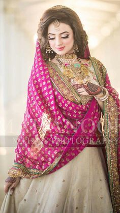 Mehndi look or Barat look Pakistani Bridal Makeup, Bridal Mehndi Dresses, Desi Wedding Dresses, Walima Dress, Shadi Dresses, Pakistani Wedding Outfits, Bridal Outfits, Bridal Lehenga, Pakistani Dresses