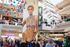 LVMH recently showcased luxury Dior perfume 'j 'adore' on our Panoramic advertising formats. See the Dior gallery for more:  http://limited-space.com/photos/dior/ #OOH #panoramic #dior #malladvertising #creative #metrocentre