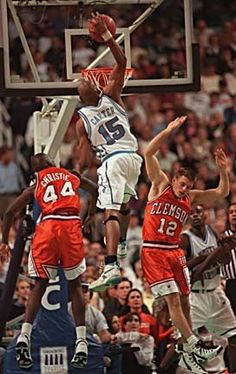 Vince Carter. My GOD, look at the hops !!!!!!!