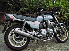 Honda CB 900 F Bol D'Or I owned one of these in rothmans colours in .the late 80,s