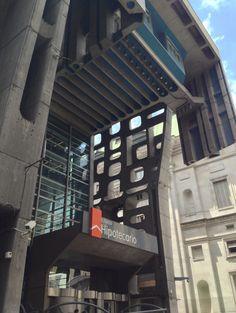 Banco Hipotecario. Originalmente construído para el Banco de Londres. Proyectado por SEPRA y Clorindo Testa. Microcentro, Buenos Aires.
