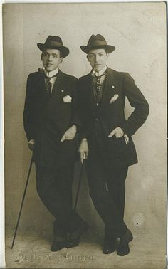 Bronko and Bosko (drag king entertainers) - London, circa 1914 Vintage Photographs, Vintage Images, Vintage Men, Vintage Fashion, Vintage Lesbian, Drag King, Portraits, Gay Couple, The Past