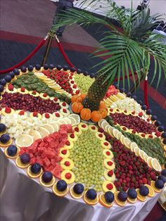 New Fruit Platter Buffet Food Displays Ideas Fruit Centerpieces, Fruit Decorations, Fruit Arrangements, Food Decoration, Winter Decorations, Fruit Tables, Fruit Buffet, Dessert Tables, Fruit Display Tables