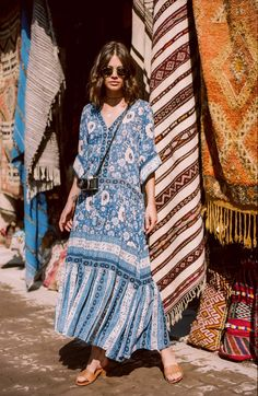 60 Design Ideas for Boho Style Clothing: Bohemian style is all about comfort and layering. Soft, comfortable clothes usually lose flowy dresses such as long maxis with loose fitting is the wonderful example of boho style clothing. Bohemian Style Clothing, Bohemian Mode, Boho Chic, Boho Style, White Bohemian, Bohemian Lifestyle, Boho Hippie, Bohemian Schick, Boho Fashion