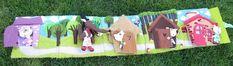 les 3 petits cochons de Ninon Guérin , c'est vraiment très chouette ! Picnic Blanket, Outdoor Blanket, Felt Play Mat, Felt Quiet Books, Felt Crafts, 3 D, Crafts For Kids, Creations, Felt Projects