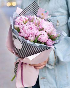 How To Wrap Flowers, Fresh Flowers, Beautiful Flowers, Bouquet Wrap, Diy Bouquet, Hand Bouquet, Peony Flower, My Flower, Beautiful Flower Arrangements