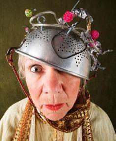 Você sabe diferenciar o mal de Alzheimer do envelhecimento? O site Minha Vida publicou um testes, desenvolvido pela Alzheimer Association, nos Estados Unidos para ajudar a diferenciar sinais normais da idade com a doença.