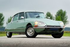 Citroen DS 21 Pallas, year Chassis number Colour 'Vert Argente' (light green metallic) with a black leather interior and grey carpet. This fabulous Citroen DS … Citroen Ds, Collector Cars For Sale, Limousine, S Car, Car Photos, Vintage Cars, Cool Cars, Classic Cars, Automobile