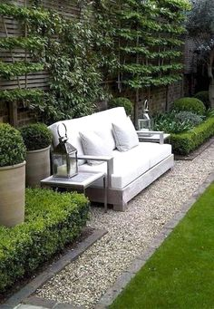 Modern Patio On Backyard Moderner Patio auf Hinterhof Source by . Courtyard Landscaping, Small Backyard Landscaping, Modern Backyard, Backyard Retreat, Backyard Patio, Landscaping Ideas, Backyard Ideas, Patio Ideas, Small Patio