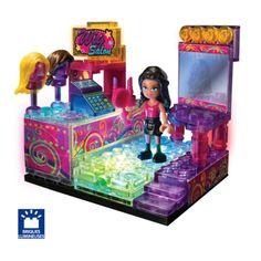 L'enfant assemble les briques Lite Brix pour construire son petit magasin d'accessoires de mode. Puis, il allume les LED : le kiosque s'éclaire, et clignote de plusieurs couleurs, comme si il prenait vie. Les clients peuvent venir faire leurs achats. L'enfant peut imaginer d'autres constructions en regroupant les briques de plusieurs boîtes et en utilisant les pièces lumineuses. Le boîtier d'éclairage s'intègre à la construction.