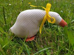 Húska - šitá jarná dekorácia, Šitie, fotopostup - Artmama.sk Origami, Fish, Scrappy Quilts, Sewing, Animaux, Paper Folding, Ichthys