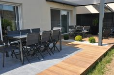 Terrasse bois et carrelage - Sonja Weiler - Dekoration Patio Roof, Backyard Patio, Deck Design, Garden Design, Terrasse Design, Wooden Terrace, Terrace Tiles, Outdoor Furniture Sets, Outdoor Decor