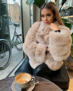 image in fashion collection by fashion and beauty 51 Winter Fashion Outfits, Fur Fashion, Fall Winter Outfits, Autumn Winter Fashion, Womens Fashion, Glamouröse Outfits, Cute Casual Outfits, Stylish Outfits, Fur Coat Outfit