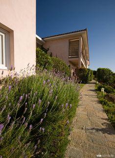 Dormir en Corse du sud: les plus beaux hébergements Corsica, Santa Giulia, Porto Vecchio, Road Trip, Sidewalk, Country Roads, Boutique, Comme, Mediterranean Sea