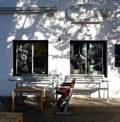 Pudel Baar, favourite expat bar in tallinn, bar, tallinn https://quips.com/tallinn-pudel-baar/