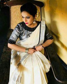 Black Blouse Designs, Half Saree Designs, Sari Blouse Designs, Saree Blouse Patterns, Set Saree Kerala, Kerala Saree Blouse, Saree Dress, Onam Saree, Kasavu Saree