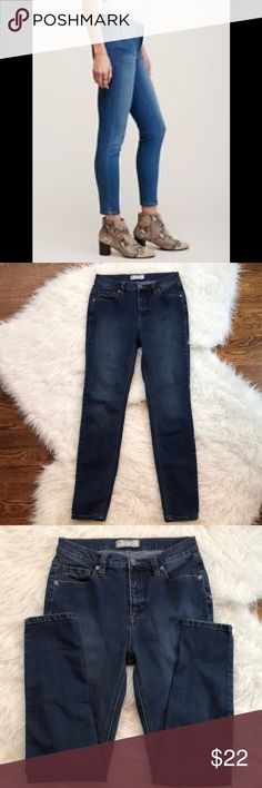 """Free People High Rise Skinny Jeans Free People jeans in perfect condition. These cropped jeans flaunt a higher rise & a skinny fit from hip to hem. Silver tone hardware. Contrast topstitching. Traditional five pocket styling. Zip fly with button closure. Rise is about 9,"""" inseam is approximately 26."""" 53% cotton, 23% rayon, 22% polyester, 2% spandex. Size 26. Free People Jeans Ankle & Cropped"""
