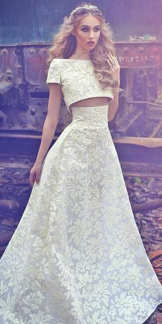 On Trend: 24 Bridal Separates - Breaking The Rules We like the idea of bridal separates gowns. Because you can combine any skirt with crop top which you like. You might choose fine two-piece wedding dresses! Bridal Dresses, Wedding Gowns, Prom Dresses, Lace Wedding, Pretty Dresses, Beautiful Dresses, Two Piece Wedding Dress, Bridal Separates, African Dresses For Women