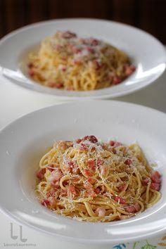 Spaghete Carbonara - rețeta autentică italiană   Laura Laurențiu Pasta Recipies, Pasta Carbonara, Linguine, Food And Drink, Pizza, Amazing, Ethnic Recipes