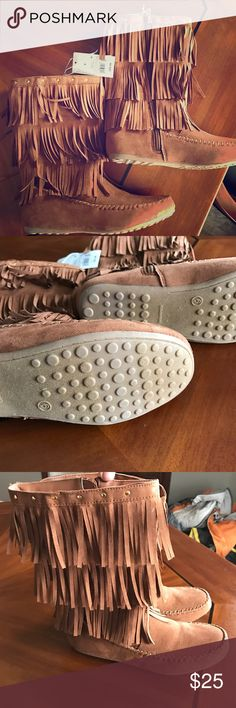 """Size 6 Youth fringe moccasin boots Faux Suede gold New with tags! Size 6 Youth """"Cognac Nadine"""" by Cat and Jack adorable fringed moccasin boots.  Could fit a women's size too!!!  Smoke free dog friendly home    ❤️️Smoke free dog friendly home. ❤️️Ask me about other items in this size! ❤️️I WILL ALWAYS CONSIDER A CLOSE/FAIR OFFER Want to see more????   """"❤️️WEAR & SHARE CONSIGNMENT.com❤️️"""" Cat & Jack Shoes Boots"""
