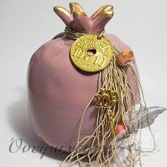 Εντυπωσιακό μεγάλο μοντέρνο ρόδι με μεταλλική δεκάρα (Β'-dusty pink) Lucky Charm, Xmas Decorations, Dusty Pink, Pomegranate, Decoupage, Christmas Crafts, Charmed, Ceramics, Diy