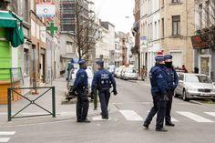 Momenteel hanteren EU-lidstaten verschillende definities voor moslimextremisten, wat het gevaar oplevert dat sommige van hen onder de radar kunnen blijven. Een Europese database met moslimterroristen is hard nodig om nieuwe aanslagen te voorkomen. Dat zegt de baas van Europol, Rob Wainwright zaterdag in een interview met de Duitse krant Die Welt. Zo'n database is … Continued
