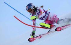 Mikaela Shiffrin, victoria en Levi y liderato de la copa del mundo de esquí.