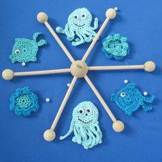 Baby Mobile mit Fischen, Kraken und Seerosen - Figuren mit Wackelaugen erhältlich im Nandi_Shop auf Dawanda