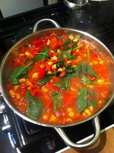 So colorful, another triumph from Nina. Pasta with self-made sauce from chopped tomatoes, peppers, mushrooms and spinach