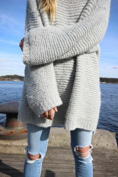 Oversized sweater by Maria Skappel Ripped Denim, Pulls, Her Style, Autumn Winter Fashion, Dress To Impress, Knitwear, Cute Outfits, Street Style, Fashion Outfits